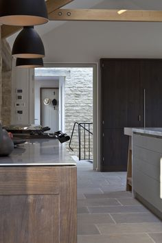 This bespoke kitchen by luxury furniture makers Artichoke is a great example of their obsession with design and quality. Barn Kitchen, Contemporary Kitchen, Kitchen Remodel, Kitchen Design, Kitchen Inspirations, Kitchen Interior, Bespoke Kitchens, Dream Kitchens Design, Modern Kitchen Design
