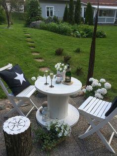 koristetyyny,pihakalusteet,pöytä,kaapelikelapöytä,valkoinen