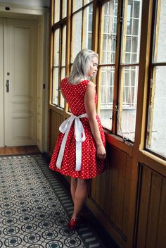 Červené puntíkaté šaty s kapsami a bílou mašlí   Zboží prodejce Reparáda 8a8d5f5129