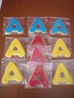 Galletas con la inicial de Alberto, para regalar a los niños de su Comunión!