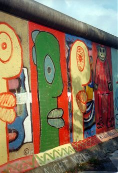 Berlin 1989, le jeune homme et le mur