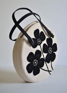 Outstanding Crochet: Crochet bag.  http://outstandingcrochet.blogspot.com/2012/05/crochet-bag.html