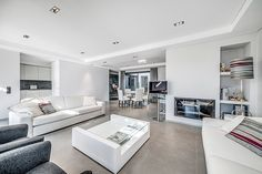 Espacios abiertos y amplios, colores claros y luminosos, una decoración elegante. #decoración #muebles