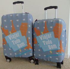 Capa de mala da Trippy com a marca Viajar é tudo de bom