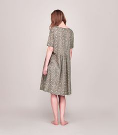 Easy nightie, gently gathered at the waist, with grown on short sleeves. In a light, soft, printed cotton.