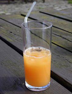 Suco hidratante de mamão e água de coco