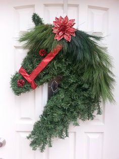 Christmas - A horse wreath...beautiful, and what a great idea! Christmas Door Wreaths, Christmas Door Decorations, Decorating With Christmas Lights, Decoration Noel, Holiday Decor, Winter Porch, Modern Christmas, Winter Christmas, Christmas Home