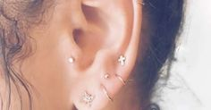 La tendance piercing des oreilles en 2017 c'est la constellation. Les étoiles sont de rigueur pour un look « out of this world » !
