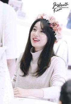 She is Margo to me ❤️✨ Korean Actresses, Korean Actors, Actors & Actresses, Korean Drama Best, Kim Ji Won, Kim Woo Bin, Cute Asian Girls, Hot Girls, Bae Suzy