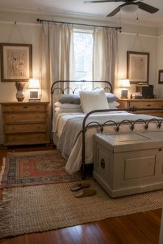 Modern farmhouse style incorporates the typical with the brand-new makes any space incredibly comfortable. Discover finest rustic farmhouse bedroom decor ideas and also design ideas. See the best designs! Cozy Bedroom, Home Decor Bedroom, Bedroom Bed, Girls Bedroom, Bedroom Colors, Bedroom Night, Upstairs Bedroom, Bedroom Curtains, Bedroom Storage