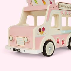 The Le Toy Van Dolly Ice Cream Van - An ice cream truck perfectly sized for little dollies to get in on the tasty action. Ice Cream Car, Ice Cream Decorations, Pink Crafts, Dramatic Play Centers, Play Shop, Plan Toys, Play Centre, School Decorations, Art Lessons Elementary