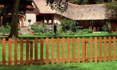 Hardhouten tuinhek als erfafscheiding in de voortuin. Gadero productnr: LDS7099