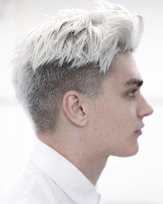 Voll im Trend oder schon wieder vorbei? Egal! Der Moderne Undercut der lässig zur Seite gestlylt wird zusammen mit der schlichten aber tollen Kolorierung immer ein Highlight. Haircut by morrismotley. !Follow @LNPHMHair for more!