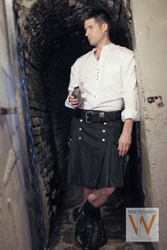 men in kilts Great Kilt, Scotland Men, Modern Kilts, Utility Kilt, Man Skirt, Scottish Kilts, Men In Kilts, Irish Men, Rock