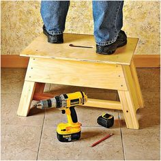 Stool & Tool-Tote Combo Woodworking Plan from WOOD Magazine Woodworking Tools For Sale, Woodworking Shows, Woodworking Bench Plans, Easy Woodworking Projects, Wood Plans, Wood Projects, Woodworking Furniture, Woodworking Machinery, Class Projects