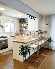 Beautiful kitchen, super clean and open concept! Loved the bench and the plants . Home Decor Kitchen, Kitchen Remodel, Kitchen Decor, Interior Design Kitchen, Home Decor, Kitchen Room Design, House Interior, Home Kitchens, Kitchen Design
