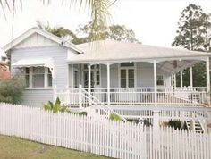 Roof Queenslander home Queenslander House, Weatherboard House, Brisbane Architecture, Cottage Renovation, Exterior House Colors, Exterior Paint, Cottage Style Homes, Hamptons House, Australian Homes
