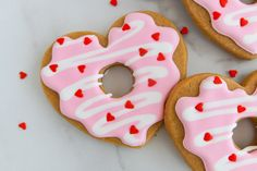 Coffee and Donuts Valentine Cookies - Bake at 350° Halloween Desserts, Christmas Desserts, Holiday Treats, Christmas Recipes Dinner Main Courses, Easy Thanksgiving Recipes, Coffee And Donuts, Coffee Cookies, Vegan Desserts, Delicious Desserts