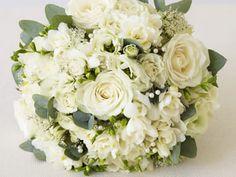 All Dressed in White: Flower Arrangements for a Winter Wonderland Wedding