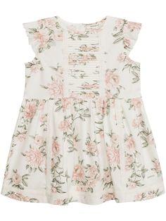 Letar du efter babyklänningar? Hos KappAhl så hittar du en blommig a-linjeformad klänning från Newbie i 100% ekologisk bomull. Köp online eller i en butik nära dig!