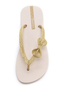 Gold flip-flops are a summer must... bow flip-flops, a luxury!