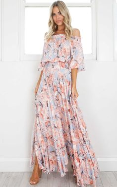 Boho Leah maxi dress in peach floral Gypsy Look, Look Fashion, Womens Fashion, Dress Fashion, Fashion Trends, Dress Vestidos, Mob Dresses, Red Floral Dress, Chic Dress