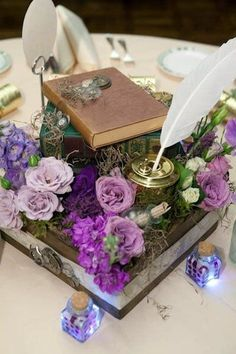 Steampunk style is crazy but so eye-catching! All those gears, wheels, feathers, pocket watches and top hats – so cool together! The secret of an awesome steampunk table decor is a creative centerpiece. Steampunk Wedding, Victorian Steampunk, Steampunk Theme, Victorian Decor, Reception Decorations, Wedding Centerpieces, Flower Centerpieces, Reception Ideas, Wedding Favors