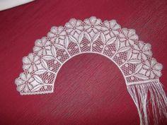 bobbin lace crescent Irish Crochet, Crochet Motif, Crochet Lace, Bobbin Lacemaking, Bobbin Lace Patterns, Yarn Thread, Needle Lace, Lace Embroidery, Lace Making