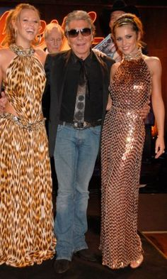 Cheryl Cole With Designer Roberto Cavalli And Kimberley Walsh, 2007