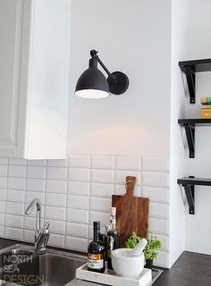 Have you noticed the mini Bazar? It's also beautiful on the kitchen wall. Bazar mini - By Rydens Scandinavian Kitchen, Kitchen Lamps, Scandinavian Table Lamps, Kitchen Decor, Kitchen On A Budget, Kitchen Wall Lights, Kitchen Wall, Wall Lamp, Interior Inspo