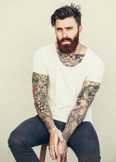 ravissante-idée-tatouage-homme-mollet-tatouage-sexy-tatouage-sur-le-bras-beau-barbe Owl Tattoo Design, Tattoo Designs, Sexy Tattooed Men, Hair And Beard Styles, Hair Styles, Poses For Men, Beard Tattoo, New Haircuts, Tattoos For Guys