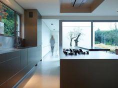 bulthaup - b3 keuken - combinatie van aluminium en café au lait marmer - realisatie door ligna recta - photo < kris vandamme >