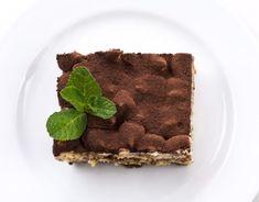 Tento jednoduchý recept budete milovať. Nepečená torta je rýchly a jednoduchýdezert, na ktorom si vaša rodina určite pochutná. Môžete ju robiť dokonca na niekoľko spôsobov. Stačí len, ak do nej napríklad pridáte svoje obľúbené ovocie a dodáte jej úplne novú chuť. Budeme potrebovať Suroviny na krém: 200 g BeBe keksov 3 vajcia 250 g kondenzovaného