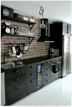 44 Inspiring Design Ideas for Modern Kitchen Cabinets - The Trending House Big Kitchen, Kitchen Decor, Kitchen Black, Black Kitchens, Cool Kitchens, Legacy Cabinets, White Cabinets, Kitchen Cabinets, Kitchen Cabinet Manufacturers
