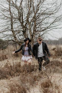 Es gibt auch bei uns in er Ecke wunderschöne Orte - hier waren wir im Papenburger Moor und haben diese Beiden aufs Foto gebannt. Wir hatten eine Menge Spaß und wollen euch natürlich Fotos nicht vorenthlten. Ihr wollt auch gerne mal schöne Fotos vom Fotografen ? Schreibt uns doch gerne an, gerne fotografieren wir euch in Papenburg, Emden, Leer , Weener oder Lingen. #couplesession #couple #pärchen #fotoshooting #fotografie