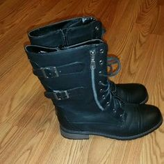 I just discovered this while shopping on Poshmark: Combat boots. Check it out! Price: $12 Size: 9
