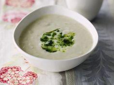 Cremige Topinambursuppe ist ein Rezept mit frischen Zutaten aus der Kategorie Gemüsesuppe. Probieren Sie dieses und weitere Rezepte von EAT SMARTER!