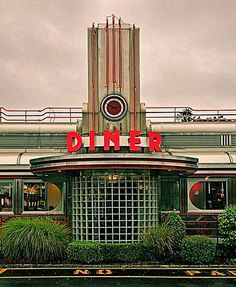 Art Deco diner facade, made of stainless steel, porcelain enamel and neon signage. Architecture Antique, Art Et Architecture, Bauhaus, Vintage Diner, Retro Diner, 1950s Diner, Art Deco Period, Art Deco Era, Art Nouveau Arquitectura