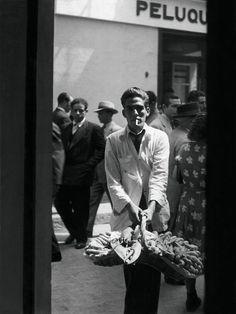 New Art Book Chronicles Paris Nightlife Photographer Brassaï Pont Royal, British Journal Of Photography, Bw Photography, Classic Photographers, Brassai, Barcelona, Louvre, Black White, Josef Albers