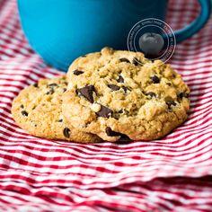 Çikolata Parçacıklı Kurabiye Tarifi - http://www.sihirlitarif.com/cikolata-parcacikli-kurabiye-tarifi/