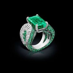 #deGRISOGONO High Jewellery ring in white gold set with white diamonds and emeralds #Craftsmanship