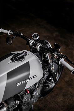 Honda By Recast Moto Hell Kustom Cafe Racer Honda, Cafe Bike, Cafe Racer Bikes, Cafe Racer Motorcycle, Motorcycle Design, Cafe Racers, Ducati, Honda Cb750, Honda Bikes
