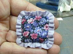 Dollhouse Miniature Furniture - Tutorials | 1 inch minis: How to Make a Dollhouse Pillow with Ruffle