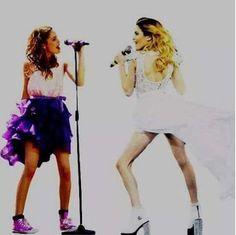 """Tini y Vilu!! Viluu te extrañooo!!! Un monton!!!❤️❤️ Los espero en Buenos Aires y en Italia volver para 21de Septiembre en """"Arena di Verona"""" ❤️✌️ Ya se q sera otra emocion INMENSA!❤️ @TiniStoesel❤️❤️ Esta vez te abrazare POR FUERZA!!! Debo despues todo lo q pasamos juntos!! Tengo razon?Y sabes q es mi sueño poder cantar,bailar y estar con vosotros aunque fuese por poco!! Imaginate mi voz con la tuya....vamos a romper el hotel!JAJAJAJ!! Comenta abajo!! Te mando besazon!Siempre❤️"""