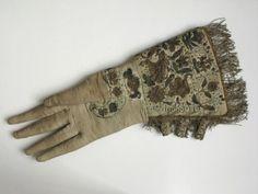 1580-1620 leather gauntlet gloves (1952.356) England Manchester Galleries