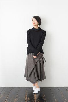 SARAXJIJI ソフトウール フォールドスカート(2color) - poooL (online shop) Long Skirt Outfits, Casual Outfits, Convertible Clothing, Fashion Pants, Fashion Outfits, Pin On, Dress Sewing Patterns, Fashion Sewing, Minimal Fashion