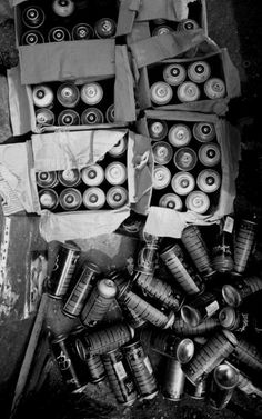 graffiti cans. Nothing more pleasing than a black and white photo (especially when it's of spray cans). Spray Paint Cans, Goth Art, Graffiti Lettering, Spray Can, Effigy, Street Art Graffiti, Urban Art, Portrait, Canning