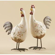 Husband says the chickens I already have need to find a home (he's right). Guess these will have to wait. French Country Style, French Country Decorating, French Decor, Shabby Cottage, Cottage Chic, Chicken Art, Chicken Houses, Rooster Decor, Painted Gourds