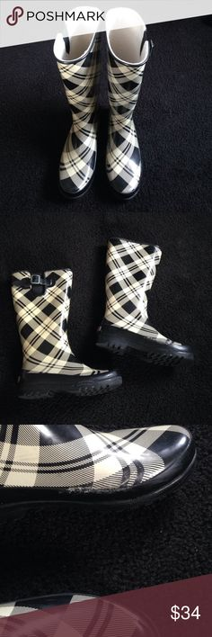 ◼Sperry Top~Sider Rain boots◼ ◼Classic black/dark off white rain boot from Sperry◼Please see pictures for wear~price reflects flaw~inner part of outside left boot was mended with a boot glue~one of the few times I wore them - I made the mistake of wearing these in the snow & it cracked◼still lots of wear left ~soles in excellent condition◼Purchased from Nordstrom◼Please ask any questions BEFORE purchasing Thx😊 Sperry Top-Sider Shoes Winter & Rain Boots