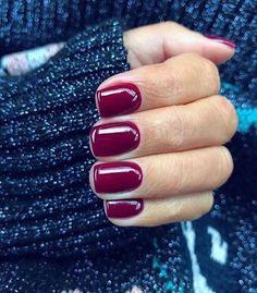 Square nail polish with maroon color for fall Nageldesign Nail Art Nagellack Nail Polish Nailart Nails Dark Red Nails, Burgundy Nails, Short Red Nails, Burgundy Wine, Nails Polish, Nail Polish Colors, Color Nails, Short Nails Shellac, Squoval Acrylic Nails